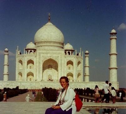 devant le Taj Mahal
