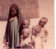 Les enfants Touareg  dans Attributs d'Algérienneté t10320x200