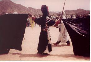 danseur brandissant la takouba