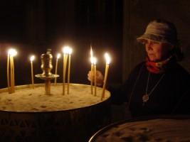 Christi met un cierge