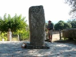 menhir sculpté