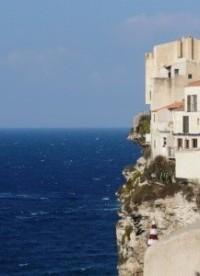 habitation au-dessus de la mer