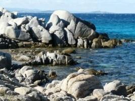 rochers dans l'île