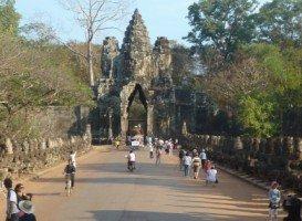 Splendeurs du Cambodge (28/36) Angkor Thom - le Bayon dans CAMBODGE 050