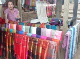 Splendeurs du Laos (23/36) villages et mont Phousi dans LAOS 386