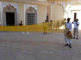 Images du Rajasthan (15 ) l'enroulement du turban dans INDE RAJASTHAN jodhpur-12