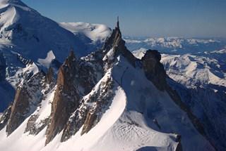 Chamonix et sa vallée (11/17) le téléphérique de l'Aiguille du Midi dans FRANCE 0554