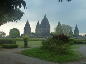 A Java et Bali (6/41) le temple de Prambanan dans INDONESIE 3-34-300x223