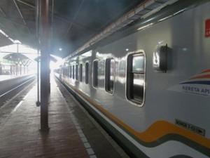 A Java et Bali (13/41) dans le train dans INDONESIE 6-2-300x225