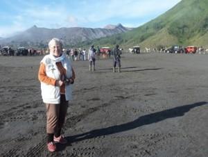 A Java et Bali (16/41) Mont Bromo 3/3 dans la caldeira dans INDONESIE 7-32-300x226