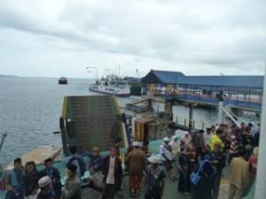 A Java et Bali (17/41) bateau pour Bali dans INDONESIE 8-10-300x225