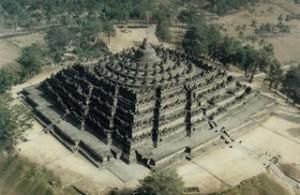 A Java et Bali (11/41) Borobudur 1/2 dans INDONESIE borobudur_aerial-300x195
