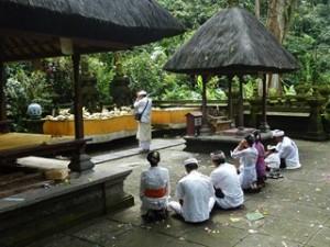 A Java et à Bali 26/41) temple de  Batukaru dans INDONESIE 10-27-300x225
