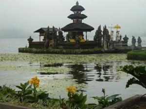 A Java et Bali (27/41) le temple Ulu Danu dans INDONESIE 11-12-300x223