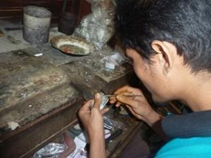 A Java et Bali (28/41) l'atelier d'orfèvrerie et le marché dans INDONESIE 11-28-300x225